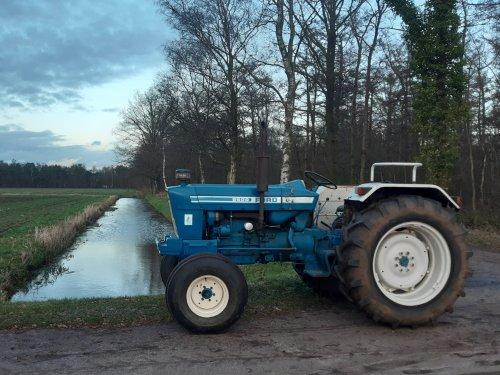 Foto van een Ford 5600 Nog een foto van vorige week.. Geplaatst door new holland koen op 02-02-2020 om 18:58:39, met 10 reacties.