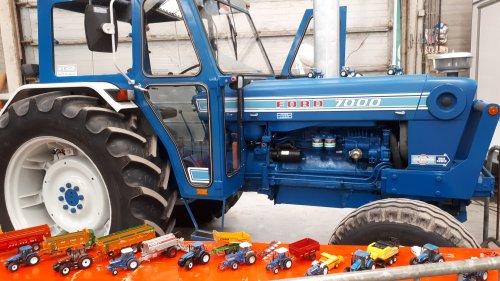 Ford 7000 met enkele miniaturen.. Geplaatst door tombo op 16-02-2020 om 16:44:21, met 11 reacties.