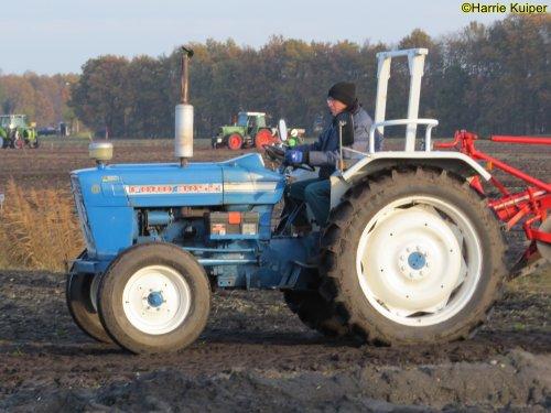 Foto van een Ford 3055. Geplaatst door oldtimergek op 24-02-2020 om 00:02:40, op TractorFan.nl - de nummer 1 tractor foto website.