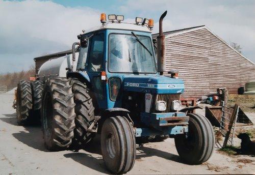Foto van een Ford 6610 met Frisia mesttank omstreeks 2001. Tank gebruikt gekocht in 1994.. Geplaatst door Pieter Buren op 20-03-2020 om 18:56:26, met 4 reacties.