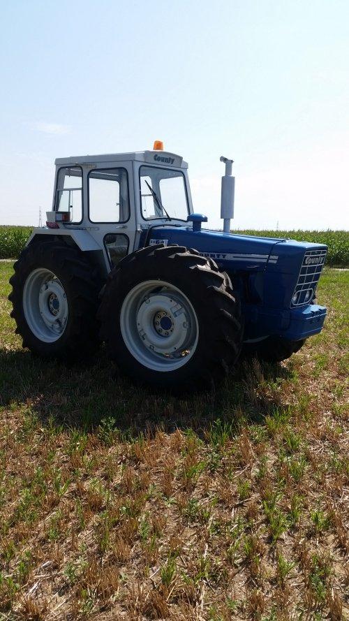 Foto van een County 1164. Geplaatst door patfordson op 29-03-2020 om 09:39:41, op TractorFan.nl - de nummer 1 tractor foto website.