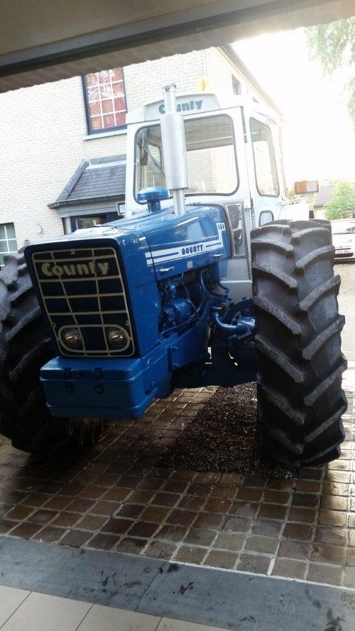 Foto van een County 1164. Geplaatst door patfordson op 29-03-2020 om 09:39:43, op TractorFan.nl - de nummer 1 tractor foto website.