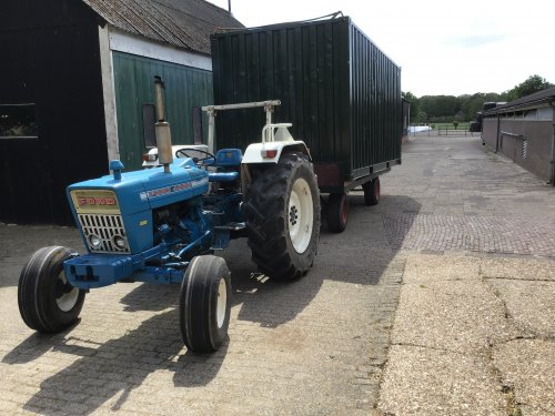 Ford 4000 van newholland-
