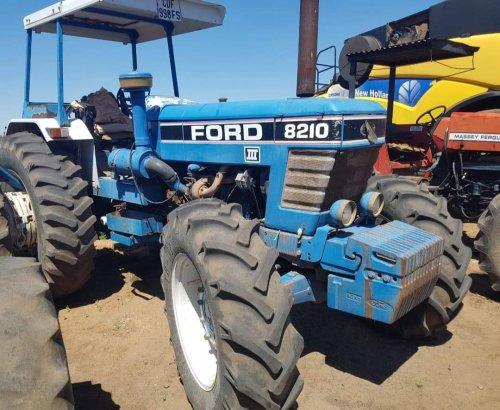 Foto van een Ford 8210 met een ADE ( licentie Perkins ) motor . Deze draaien in Zuid-Afrika. Geplaatst door mklok op 17-05-2020 om 12:43:52, met 8 reacties.