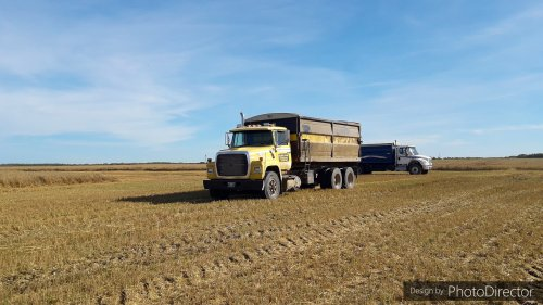 Ford L8000 van JohnDeere5720