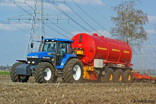 Loonbedrijf Lindeboom uit Dalfsen aan het bemesten van bouwland. Geplaatst door FENDTfarmer op 13-04-2010 om 18:40:11, met 39 reacties.