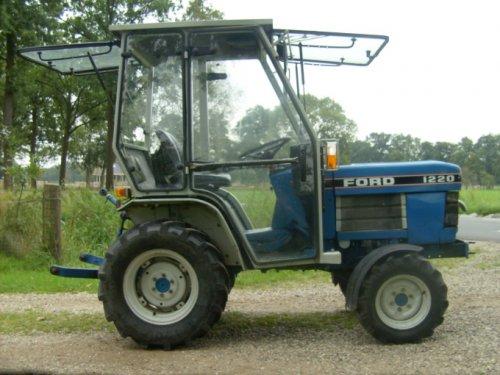 Ford 1220 van Deeretown