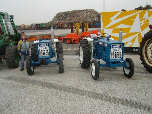2 langs elkaar. Geplaatst door paul op 23-11-2006 om 19:56:02, op TractorFan.nl - de nummer 1 tractor foto website.