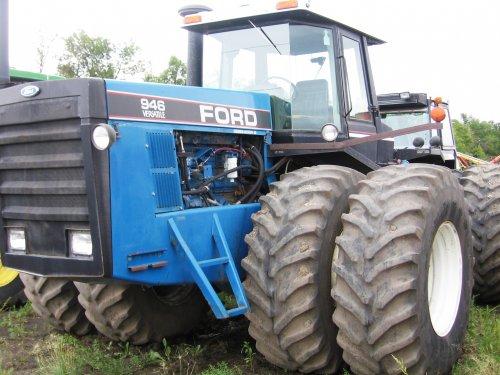 Foto van een Ford 946, bij een dealer in Morden, Manitoba, Canada. Geplaatst door zepie57 op 04-11-2012 om 19:29:54, met 17 reacties.
