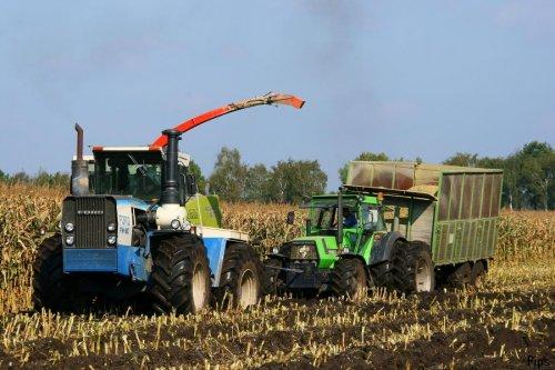 Ford FW 60 van Aldenzee uit Deurne (Nl) heeft hier alle moeite om de DX van de boer zelf mee door de modder te sleuren... (foto 2008)