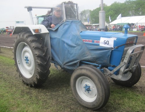 Foto van een Ford 3055, bezig met poseren.. Geplaatst door jordi 1455 op 19-05-2013 om 20:12:45, op TractorFan.nl - de nummer 1 tractor foto website.