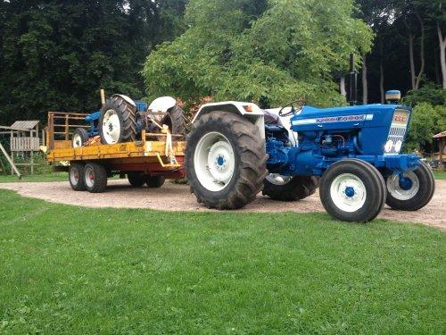 Foto van een Ford 4000, druk bezig met Poseren.. Geplaatst door MartijnvanHeerde op 18-08-2013 om 22:15:31, op TractorFan.nl - de nummer 1 tractor foto website.
