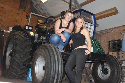Foto van een Ford Lady, bezig met poseren. de dames van pullingteam.. Geplaatst door maikwolsink op 08-12-2013 om 15:59:13, met 23 reacties.