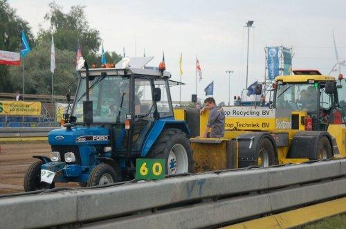 Foto van een Ford 3430, druk bezig met Trekkertrekken.. Geplaatst door Thijsk 3430 op 10-08-2014 om 16:34:06, op TractorFan.nl - de nummer 1 tractor foto website.