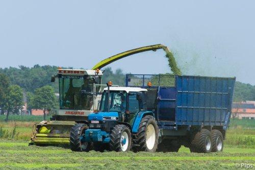 Materiaal dat afgeschreven is voor de loonwerkers krijgt vaak een tweede leven bij de boer. Gelukkig, want het zou spijtig zijn moest dit verloren gaan.. (2013)