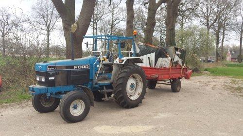 Foto van een Ford 5640, druk bezig met Poseren.. Geplaatst door Groothengeveld op 12-04-2015 om 11:50:20, op TractorFan.nl - de nummer 1 tractor foto website.
