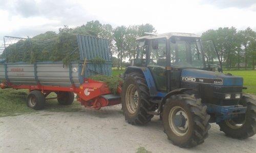 Foto van een Ford 5640, druk bezig met Gras inkuilen.. Geplaatst door dylan norde op 17-05-2015 om 18:26:44, op TractorFan.nl - de nummer 1 tractor foto website.