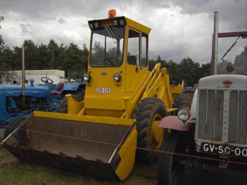 oude schovel maar wel mooi. Geplaatst door johndeerefendtfan op 26-12-2007 om 04:51:50, op TractorFan.nl - de nummer 1 tractor foto website.