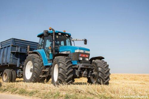 Deze Ford 8670 mocht het eerste graan van 2015 wegbrengen! (2015). Geplaatst door FerreV op 30-06-2015 om 21:38:38, op TractorFan.nl - de nummer 1 tractor foto website.