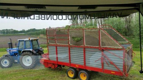 Foto van een Ford 7710. Geplaatst door fendt612s op 11-05-2016 om 06:55:46, op TractorFan.nl - de nummer 1 tractor foto website.