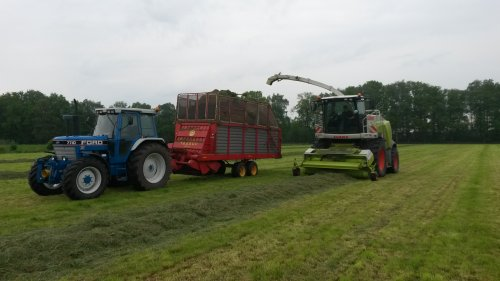 Foto van een Ford 7710. Geplaatst door fendt612s op 11-05-2016 om 06:58:43, op TractorFan.nl - de nummer 1 tractor foto website.
