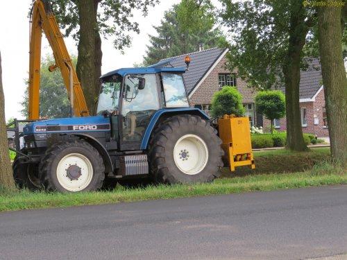Foto van een Ford 8240. Geplaatst door oldtimergek op 21-07-2016 om 18:46:16, op TractorFan.nl - de nummer 1 tractor foto website.