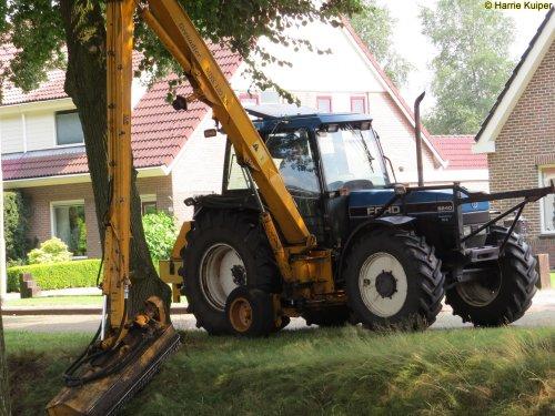 Foto van een Ford 8240. Geplaatst door oldtimergek op 21-07-2016 om 18:46:18, op TractorFan.nl - de nummer 1 tractor foto website.