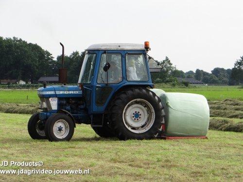 Foto van een Ford 4610  ZIE OOK DE VIDEO  https://www.youtube.com/watch?v=XbIR-27uM_o. Geplaatst door JohanNunspeetElspeet op 08-08-2016 om 18:35:47, op TractorFan.nl - de nummer 1 tractor foto website.
