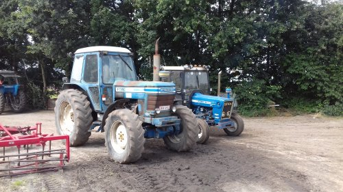 Ford 8100 van blue-ford4600