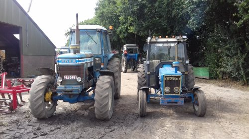 Ford 8100 van blue-ford4600