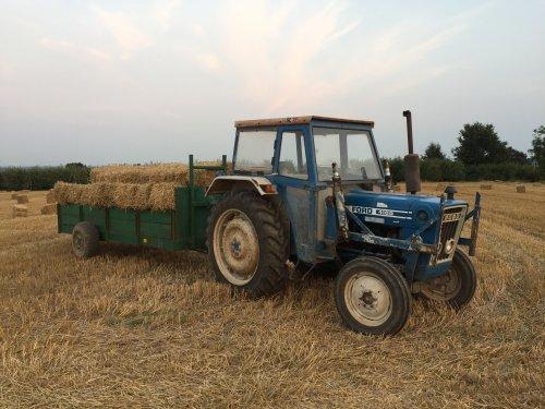 Foto van een Ford 4100. Geplaatst door KoenClerinx op 14-09-2016 om 20:40:15, op TractorFan.nl - de nummer 1 tractor foto website.