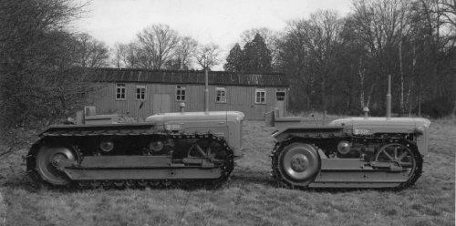 Foto van een Fordson crawler  http://www.forestry-memories.org.uk. Geplaatst door fomoco60 fomoco60 op 25-12-2016 om 12:22:53, op TractorFan.nl - de nummer 1 tractor foto website.