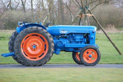 Foto van een Fordson Major. Geplaatst door fiat1000DTsuper op 05-12-2017 om 11:52:27, op TractorFan.nl - de nummer 1 tractor foto website.