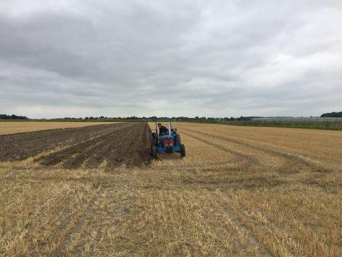 Foto van een Fordson Dexta. Geplaatst door frontaalbouw op 15-08-2018 om 21:10:26, op TractorFan.nl - de nummer 1 tractor foto website.