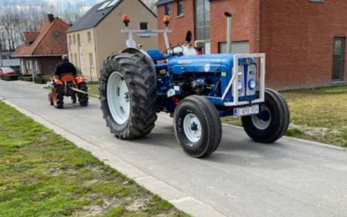 Foto van mijn Fordson Super Major en even de kubota l1501 aan gehangen om koppeling los te krijgen.. Geplaatst door Majorpower op 22-03-2020 om 17:25:45, op TractorFan.nl - de nummer 1 tractor foto website.