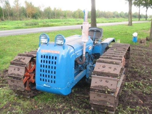 Foto van een County CD 50 Power Major, bezig met poseren.. Geplaatst door paulb op 23-10-2010 om 09:09:50, op TractorFan.nl - de nummer 1 tractor foto website.