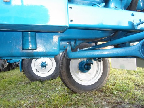 fordson tractor specs with 881620 on Wiring Diagram For Fordson Dexta Tractor as well N7 likewise 2000 1973 Agricultural vehicle Tractor moreover Ford 8n For Sale furthermore 946111.