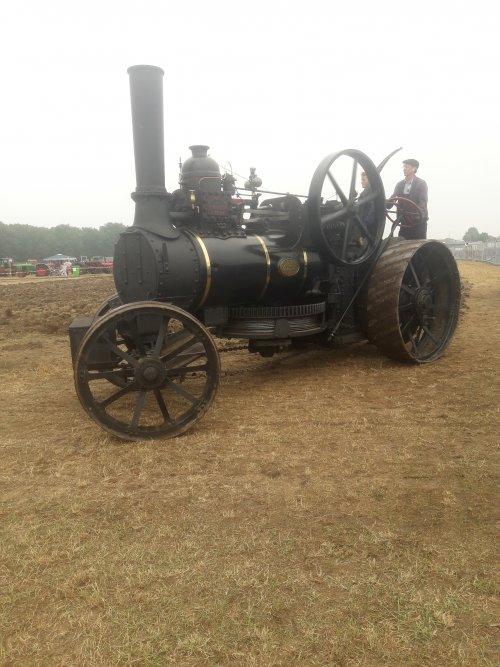 Foto van een fowler ,prachtige antieke stoommachine, ook in panningen gespot.. Geplaatst door stijn-de-bock op 29-07-2019 om 08:47:39, met 3 reacties.