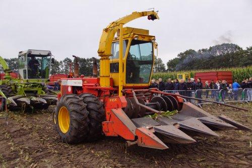 Foto van een Fox 6350. Geplaatst door jans-eising op 07-10-2019 om 20:29:22, op TractorFan.nl - de nummer 1 tractor foto website.