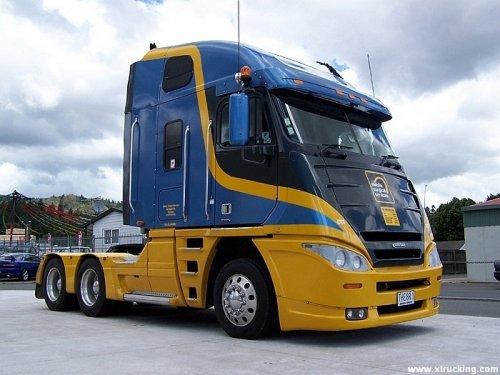 Foto van een Freightliner Argosy. Meer info op http://alexmiedema.nl/2014/05/01/freightliner-voor-aerodynamische-operaties/  Foto gebruikt met toestemming van xtrucking.com