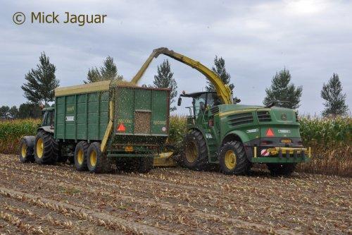 Foto van een John Deere 8400i (hakselaar). Geplaatst door Mick Jaguar op 25-02-2017 om 13:04:03, op TractorFan.nl - de nummer 1 tractor foto website.