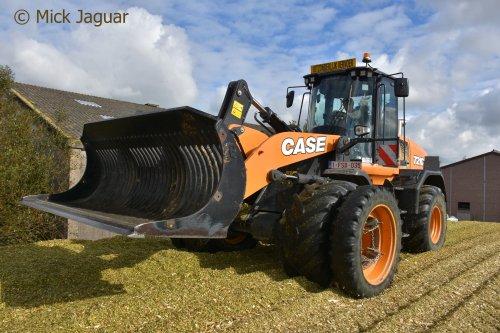 Case 721G, bezig met de maiskuil vast te rijden. Loonwerken Spruytte uit Houthulst (B)  Filmpje? -> https://www.tractorfan.nl/movie/48932/