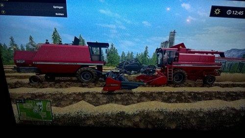 Foto van een Case International Axial Flow 1660 (combine) zoekt ruzie met een mf 27 combine. Geplaatst door steyrlanzboy op 24-12-2017 om 15:03:31, op TractorFan.nl - de nummer 1 tractor foto website.