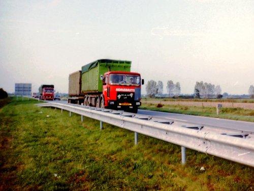 Foto van een M.A.N 33.321, opgebouwd voor containertransport.. Geplaatst door toine1980 op 06-08-2018 om 09:48:42, op TractorFan.nl - de nummer 1 tractor foto website.