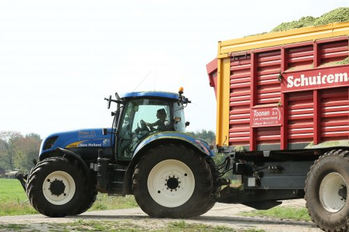 New Holland T 7030 van Lifestyle & Agrifotografie