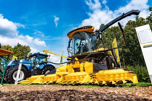 Foto van een New Holland FR 550 (veldhakselaar). Geplaatst door deerefan op 14-09-2018 om 18:28:27, op TractorFan.nl - de nummer 1 tractor foto website.