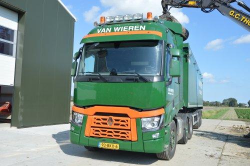 Kijk, daar heb je Fa. K. van Wieren en Zoon (Middenmeer) × met een Renault overige, opgebouwd als dumper / kipper.