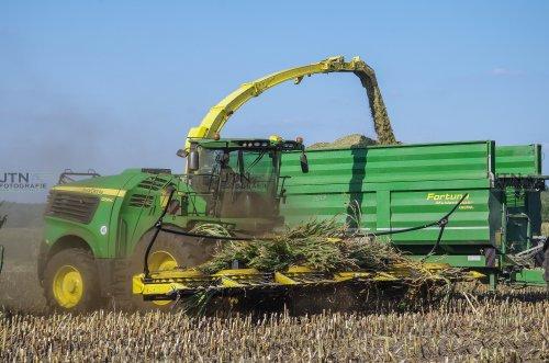 De nieuwe John Deere 9900i komt uit de mais met zijn 12 rijer!. Geplaatst door fendtvario op 20-10-2018 om 16:34:36, op TractorFan.nl - de nummer 1 tractor foto website.