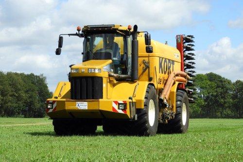 Onderweg voor een nieuwe vracht  https://youtu.be/9Axces6xl9A. Geplaatst door pekkerietfan op 23-10-2018 om 19:01:40, op TractorFan.nl - de nummer 1 tractor foto website.