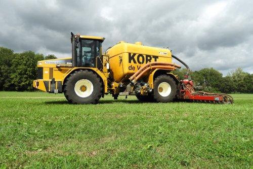 Zodebemesten door Kort uit Dedemsvaart.  https://youtu.be/9Axces6xl9A. Geplaatst door pekkerietfan op 25-10-2018 om 15:59:43, op TractorFan.nl - de nummer 1 tractor foto website.